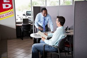 man meeting with loan officer | buy here pay here lots in phoenix AZ