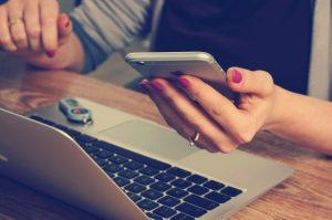girl on laptop and cellphone | car loans arizona